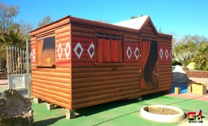 hutte africaine au camping le Cap-soleil