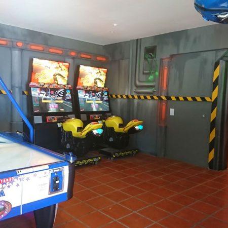Salle de jeux d'arcade du Camping Lac des Rêves